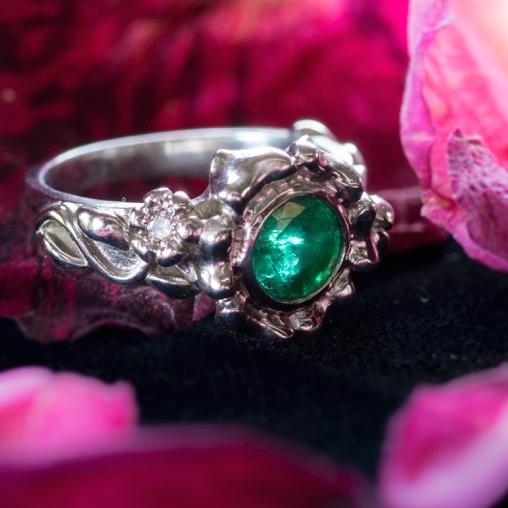 Emerald Garden Ring In White Gold Jjs Jewelry